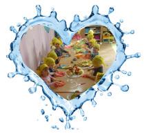 Przedszkole Łęczna, dzieci podczas posiłku - zajęcia kulinarne