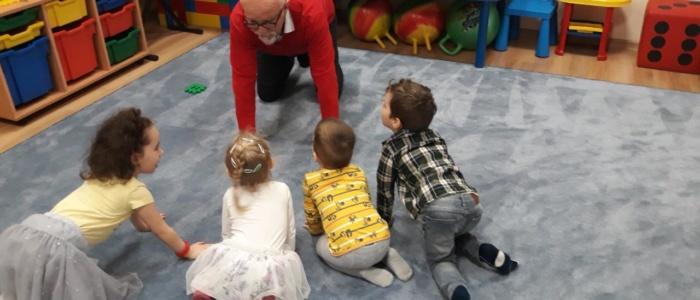 Profesor Tarkowski, Gadu Gadu, przedszkole czuby lublin, przedszkole lublin, centrum malucha, czyste przedszkole, lublin, ćwiczenia logopedyczne, na czworakach